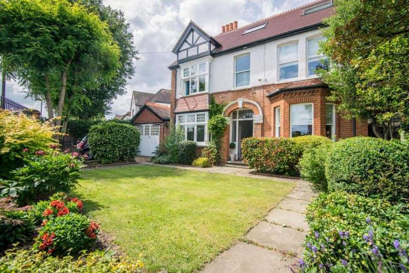 4 Bedrooms Detached House for sale in Broad Lane, Hampton, TW12