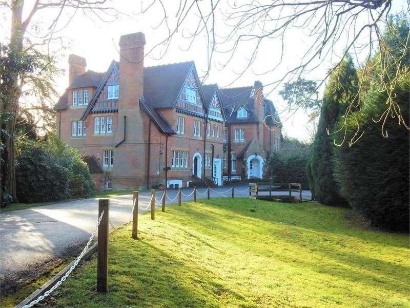 3 Bedrooms Flat for sale in Longdown Lodge, Crowthorne Road, SANDHURST, Berkshire