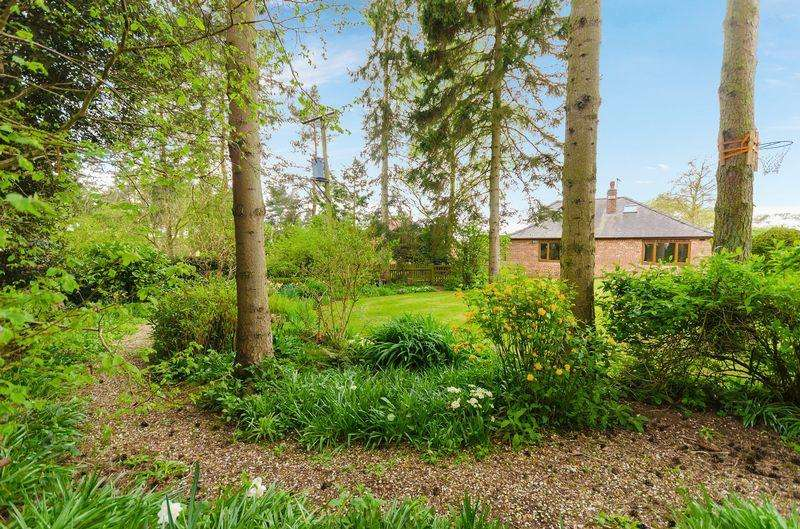3 Bedrooms Cottage House for sale in Mill Lane, Sausthorpe Guide Price