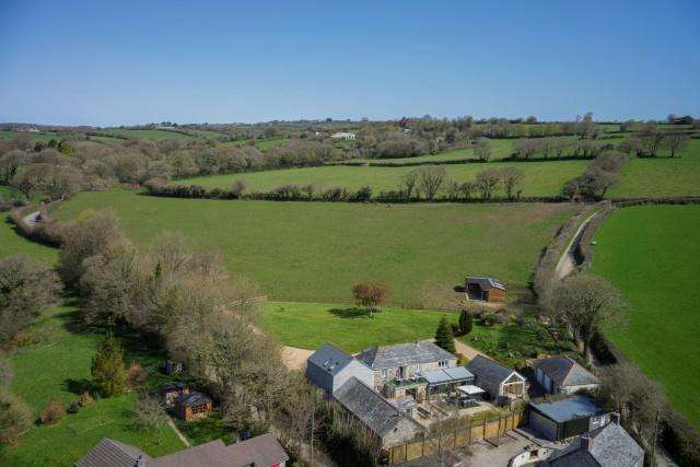 5 Bedrooms Detached House for sale in Tresarrett, Blisland
