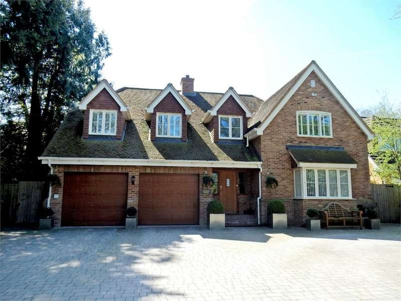 5 Bedrooms Detached House for sale in Handford Lane, YATELEY, Hampshire