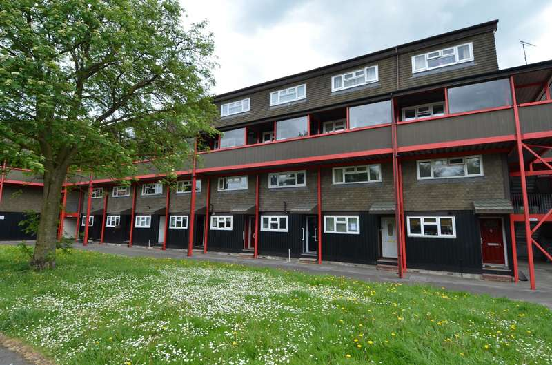 2 Bedrooms Flat for sale in Barleyfields, Wooburn Green, HP10