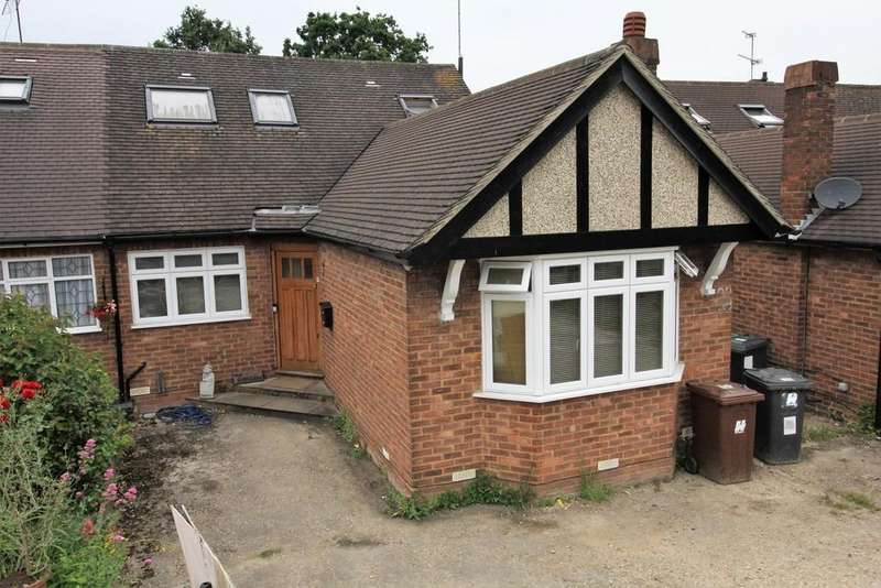 3 Bedrooms Semi Detached Bungalow for sale in Oulton Crescent, Potters Bar