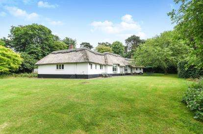 4 Bedrooms Detached House for sale in Besford Court Estate, Besford, Worcester, Worcestershire
