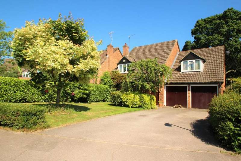 4 Bedrooms Detached House for sale in Chervil Way, Burghfield Common, RG7