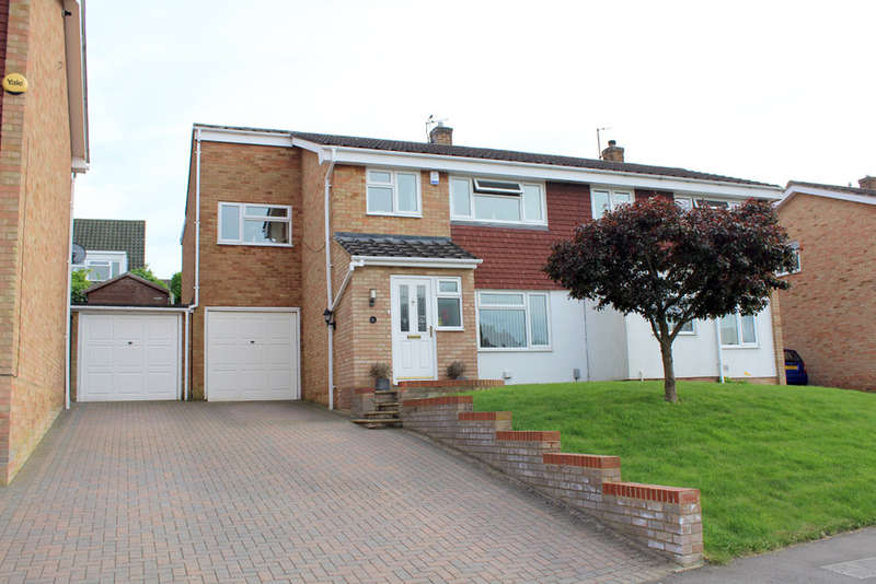 4 Bedrooms Semi Detached House for sale in Hunters Way, Royston