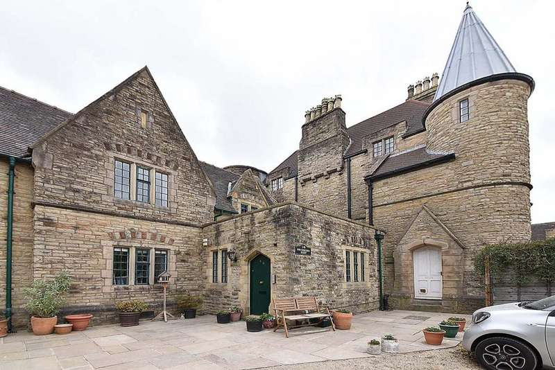 2 Bedrooms Apartment Flat for sale in Barracks Square, Macclesfield