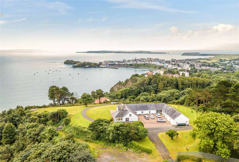 5 Bedrooms Detached House for sale in Clovers, North Cliffe, Tenby, Pembrokeshire