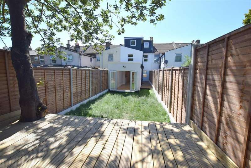 5 Bedrooms Terraced House for sale in Idmiston Road, Stratford