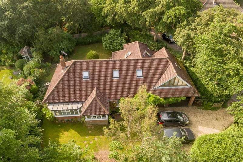 4 Bedrooms Chalet House for sale in Beaucroft Road, Wimborne, Dorset