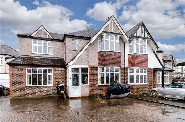 5 Bedrooms Semi Detached House for sale in Ruskin Drive, Worcester Park, Surrey, KT4 8LH