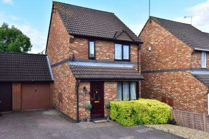 3 Bedrooms Link Detached House for sale in Laurel Fields, Potters Bar, Hertfordshire
