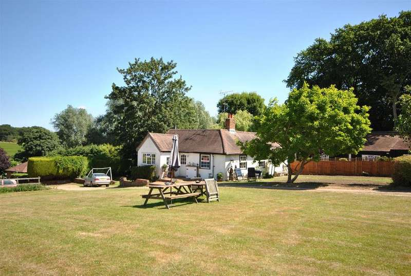 3 Bedrooms Bungalow for sale in Old Park Ride, Theobalds Park, Waltham Cross