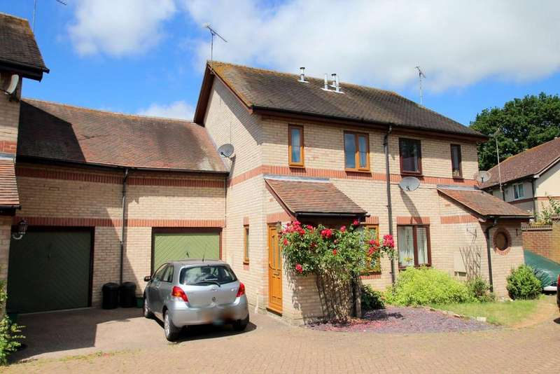 3 Bedrooms Semi Detached House for sale in Chiltern Close, Colchester