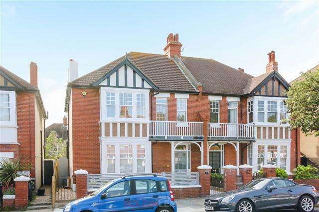 4 Bedrooms Semi Detached House for sale in Langdale Gardens, Hove