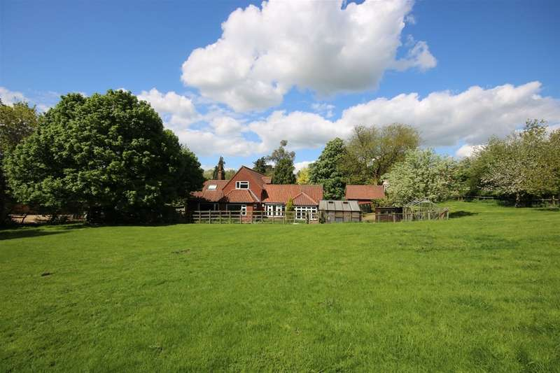3 Bedrooms Property for sale in The Nook, Whissendine, Oakham