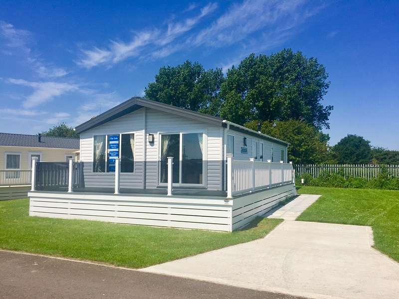 2 Bedrooms Lodge Character Property for sale in Sea Ln, Saltfleet, Louth, LN11 7RP