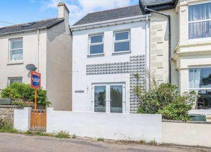 2 Bedrooms Semi Detached House for sale in Trethewey, Penzance, Cornwall