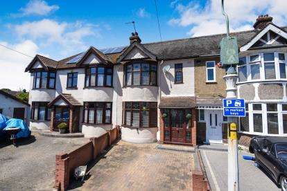 3 Bedrooms Terraced House for sale in South Hornchurch, Essex