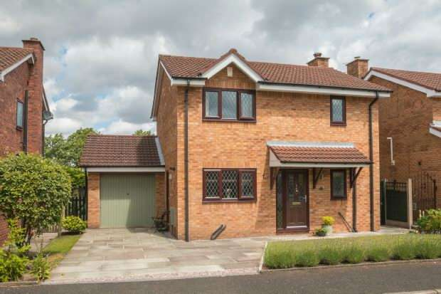 3 Bedrooms Detached House for sale in Denbury Drive, Altrincham