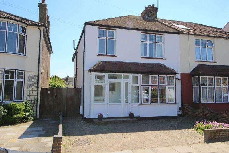 4 Bedrooms Semi Detached House for sale in Longlands Park Crescent, Sidcup, DA15 7NG