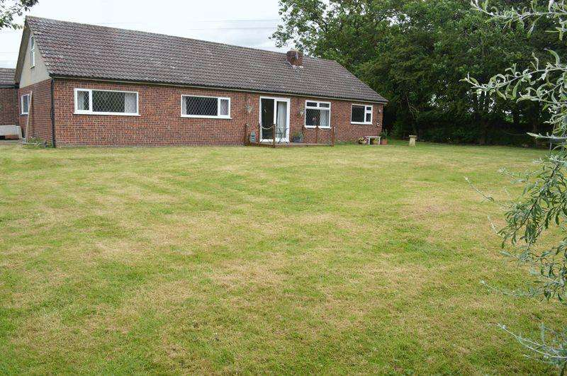 4 Bedrooms Farm House Character Property for sale in Little Thorpe Lane, Thorpe On The Hill