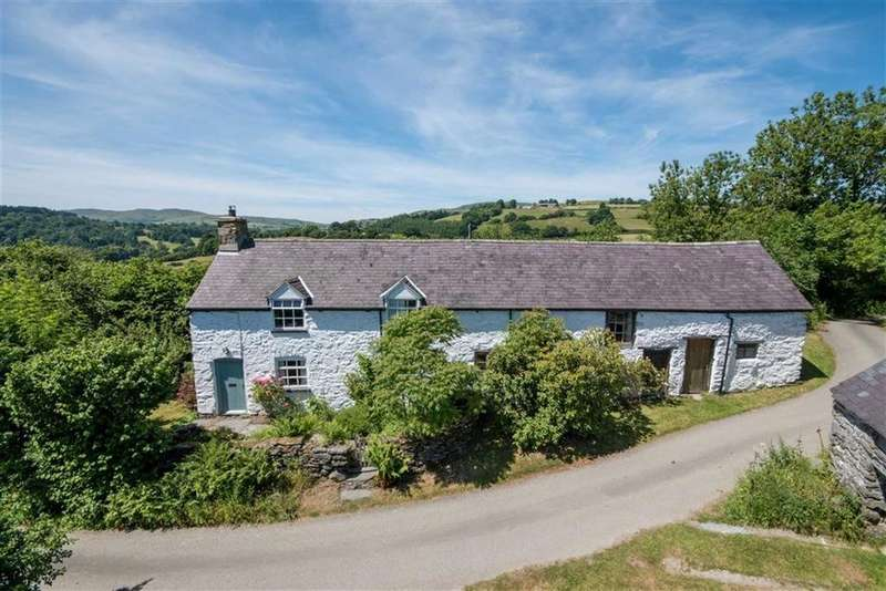 3 Bedrooms Detached House for sale in Corwen
