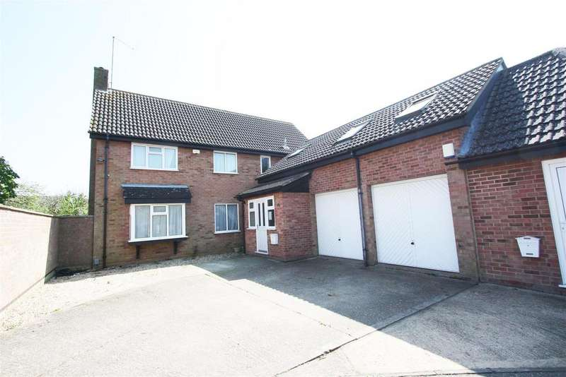 4 Bedrooms Detached House for sale in Lakeside, Werrington, Peterborough