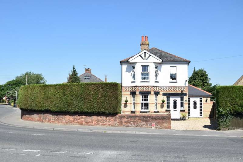5 Bedrooms Detached House for sale in Vicarage Road, Oakdale BH15