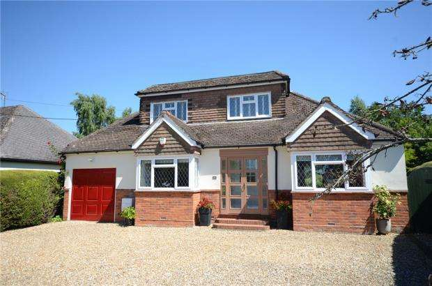 4 Bedrooms Detached House for sale in Walden Avenue, Arborfield, Reading