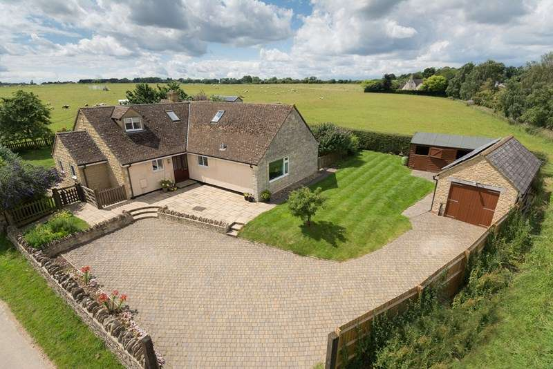 5 Bedrooms Detached Bungalow for sale in South Side, Steeple Aston, Bicester