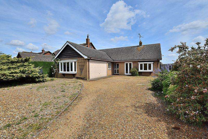 3 Bedrooms Detached Bungalow for sale in Leighton Road, Northall
