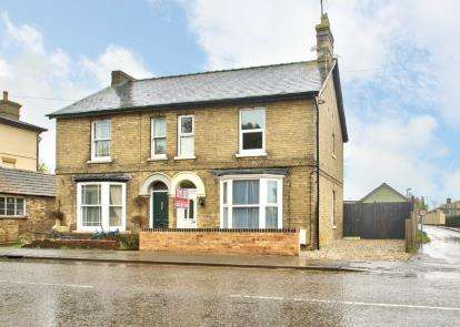 3 Bedrooms Semi Detached House for sale in High Street, Warboys, Huntingdon, Cambridgeshire