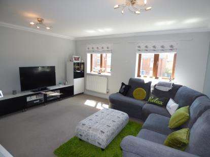 2 Bedrooms Maisonette Flat for sale in Laxfield Drive, Broughton, Milton Keynes