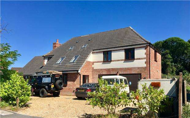 3 Bedrooms Detached House for sale in Court Road, Strensham, WORCESTER, WR8 9LP