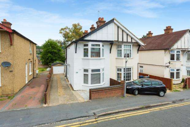 4 Bedrooms Semi Detached House for sale in Dashwood Avenue, High Wycombe HP12