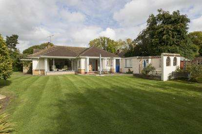 4 Bedrooms Bungalow for sale in Holly Bush Lane, Priors Marston, Southam, Warwickshire