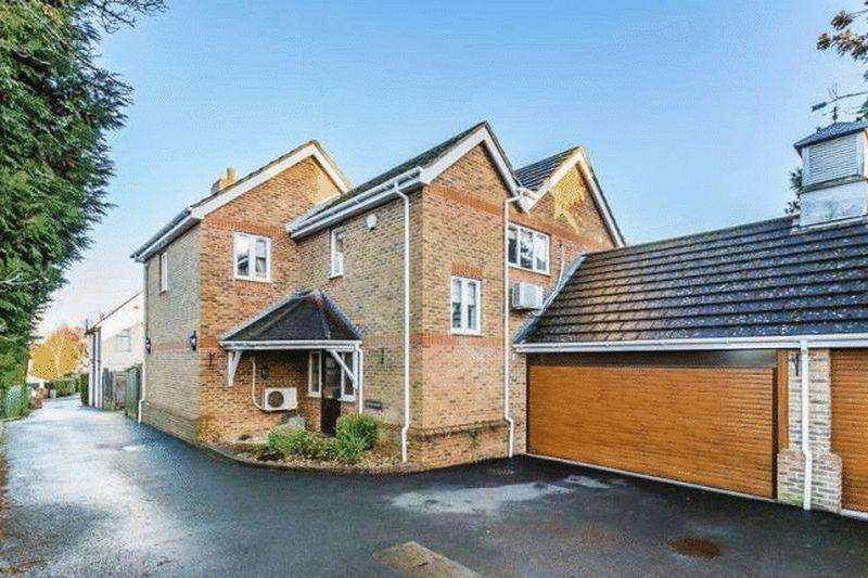 4 Bedrooms Link Detached House for sale in Malden Road, Cheam
