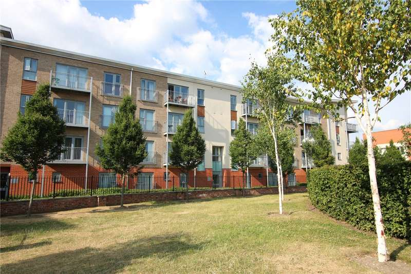 3 Bedrooms Flat for sale in Ashdown House, Battle Square, Reading, Berkshire, RG30