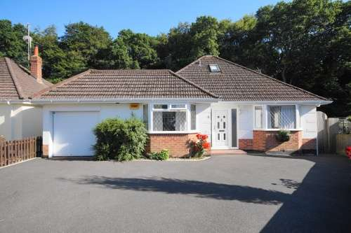 3 Bedrooms Bungalow for sale in Kings Close, West Moors, Ferndown, Dorset