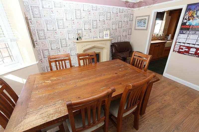 3 Bedrooms Detached House for sale in Avenue Road, BILSTON, West Midlands, WV14 9DJ