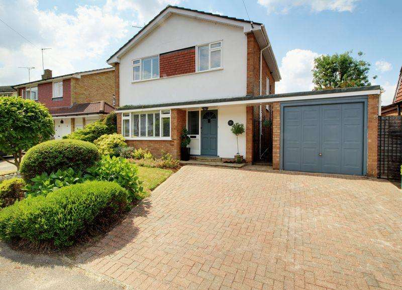 3 Bedrooms Detached House for sale in Cranmer Close, Little Heath