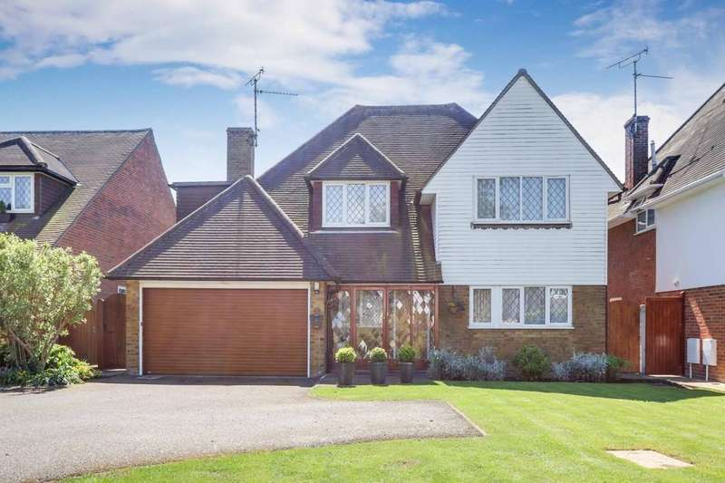 4 Bedrooms Detached House for sale in Bournes Green School Catchment, Hayes Barton, Thorpe Bay