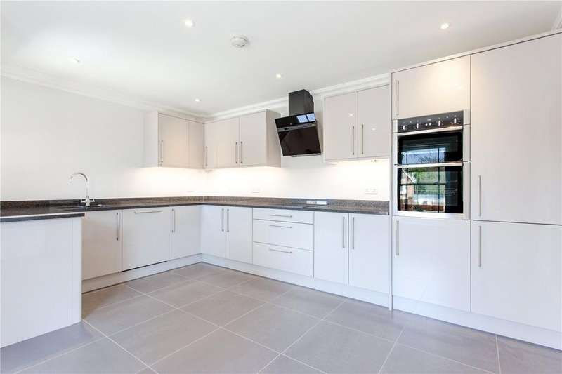 4 Bedrooms Semi Detached House for sale in Alexander Lane, Shenfield, Brentwood, Essex, CM13