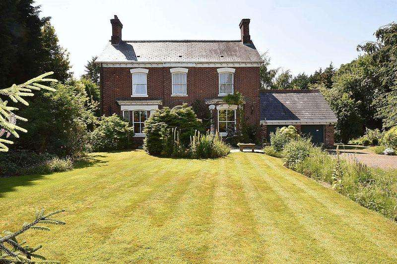 6 Bedrooms Detached House for sale in Period House in walking distance to Holmes Chapel Village