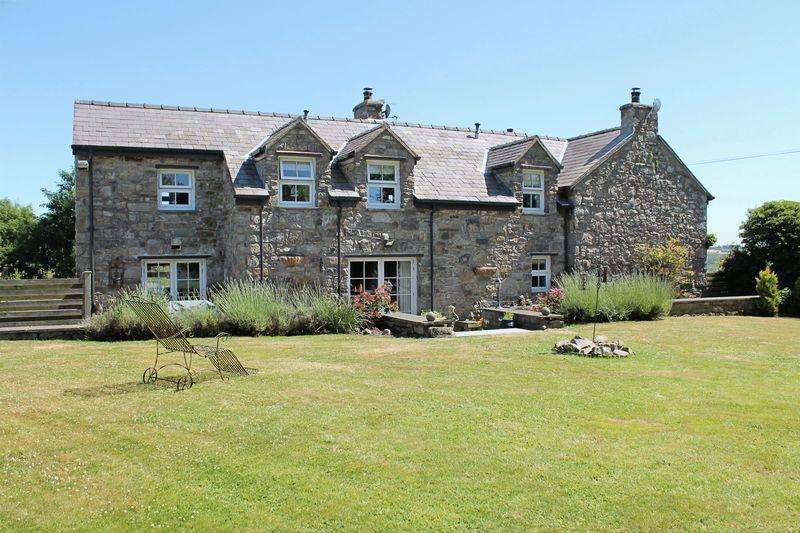 3 Bedrooms Detached House for sale in Capel Coch, Anglesey
