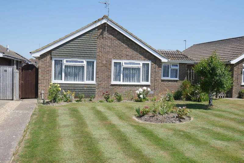 3 Bedrooms Detached Bungalow for sale in Kipling Walk, Langney, Eastbourne, BN23