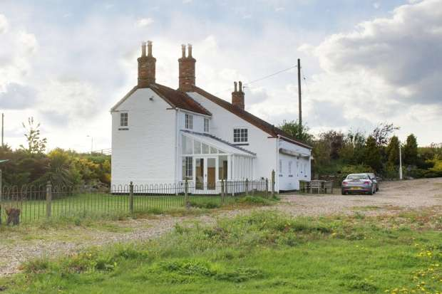 4 Bedrooms Cottage House for sale in Sleaford Road, Lincoln, Lincolnshire, LN4 4JG