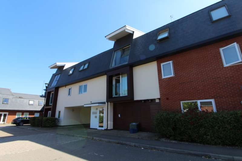 2 Bedrooms Maisonette Flat for sale in Addenbrookes Road, Newport Pagnell, Buckinghamshire