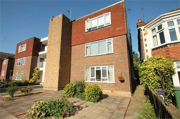 1 Bedroom Flat for sale in Warren Road, CHINGFORD E4